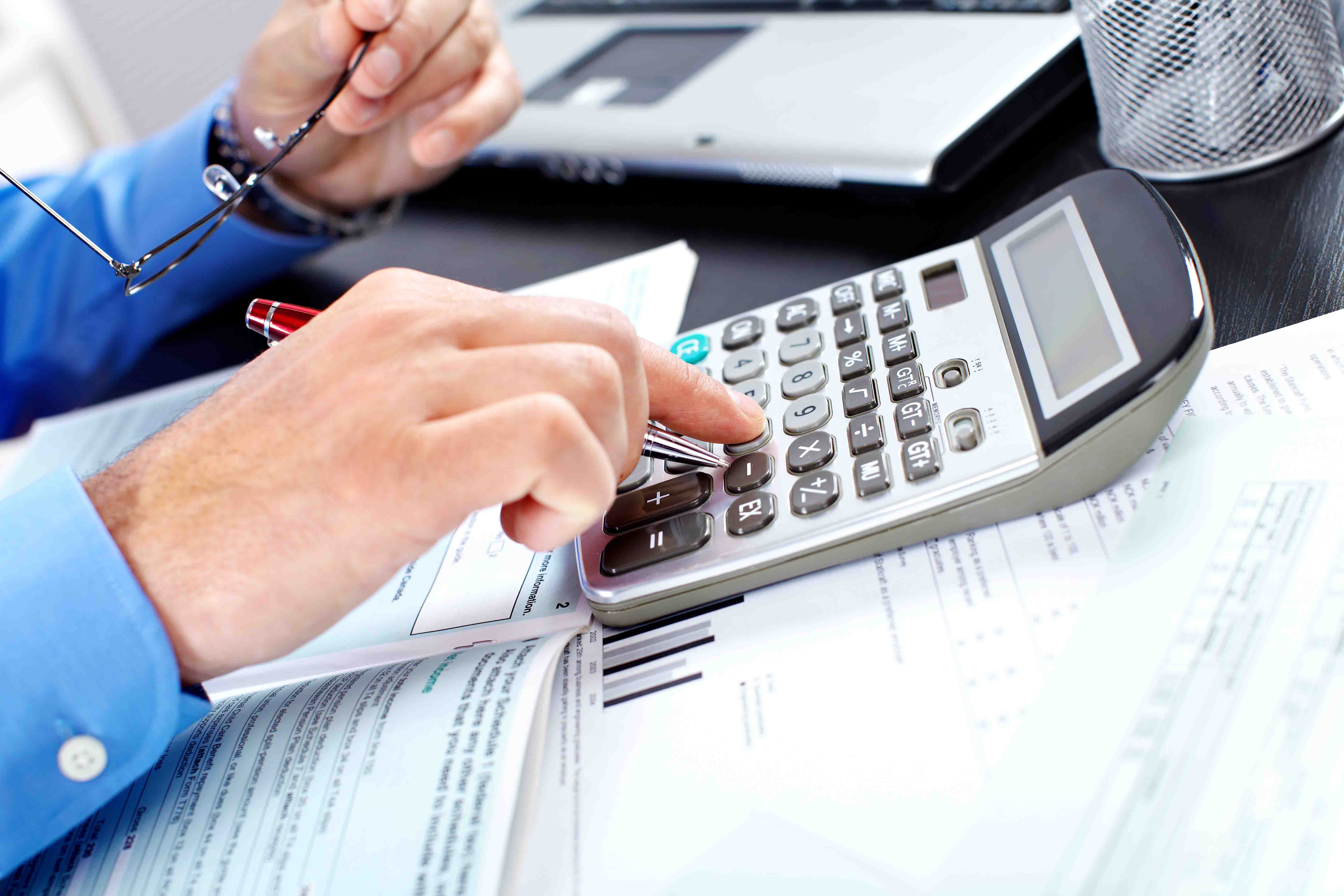 Comptabilité : doit-on obligatoirement engager un comptable ?