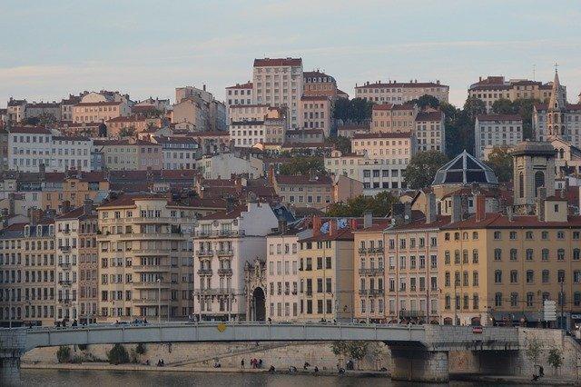 Comment avoir une domiciliation commerciale à Lyon