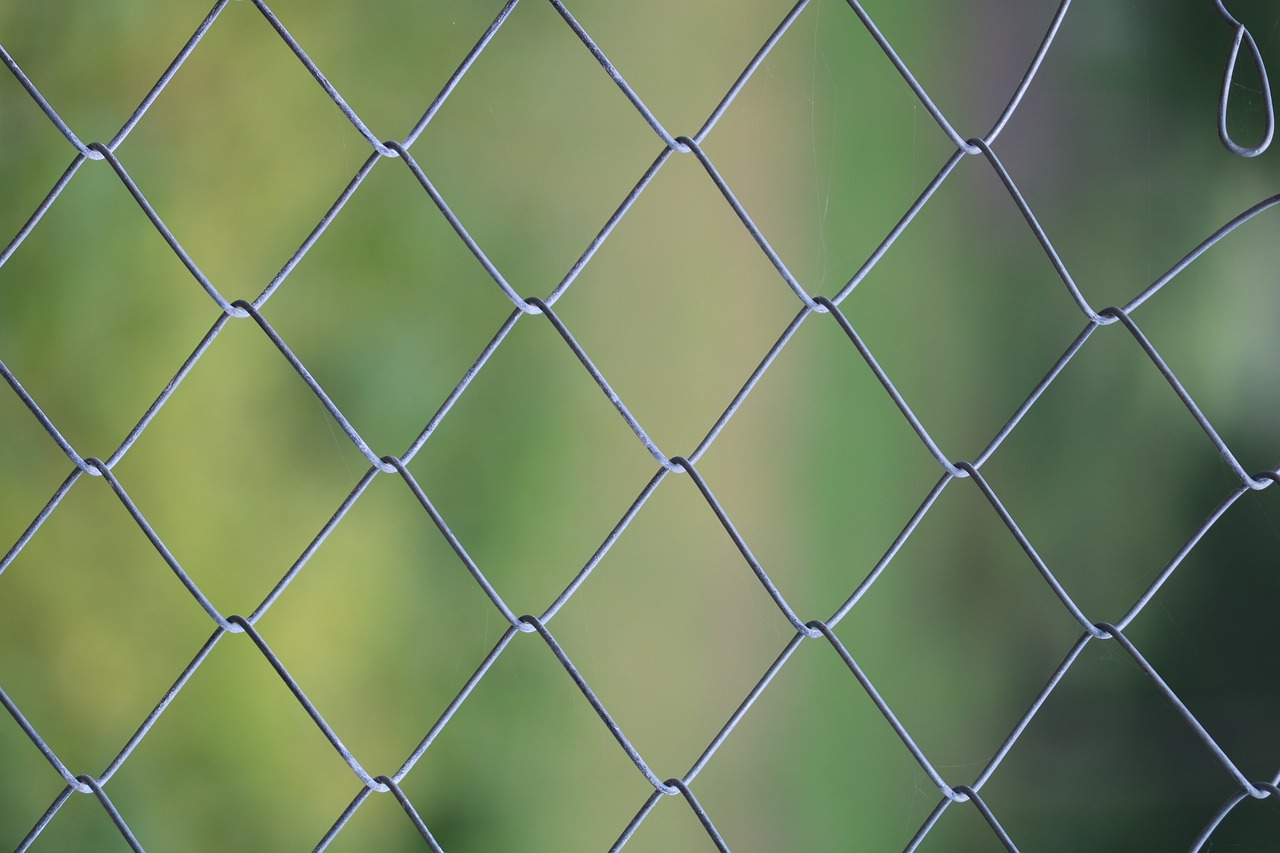 pose d'une clôture en panneau rigide